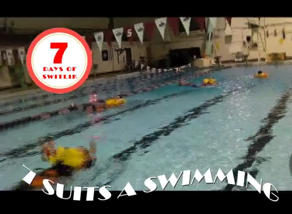 7 Suits a Swimming
