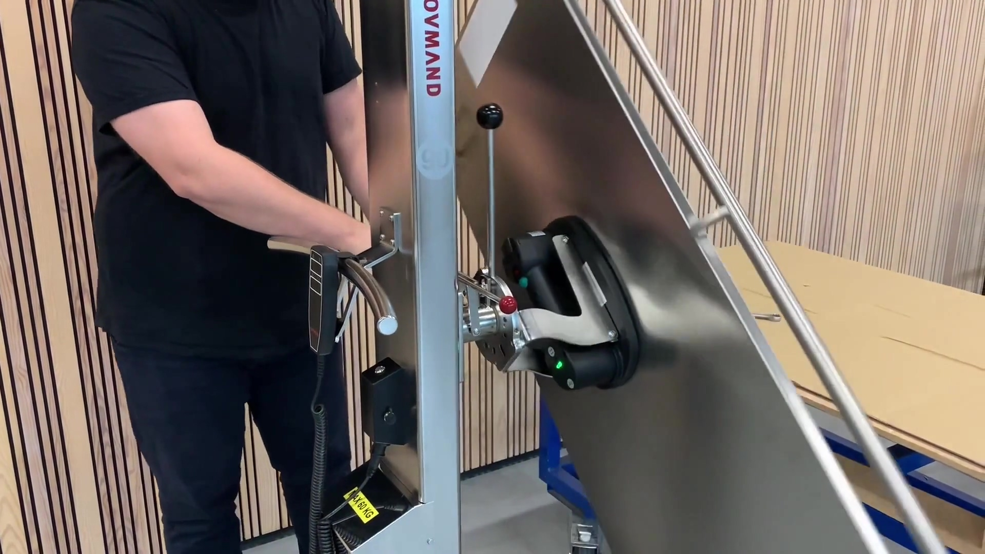 SIMPLE LIFTING OF FLAT GOODS_ MOBILE VACUUM LIFTER_v4_Website