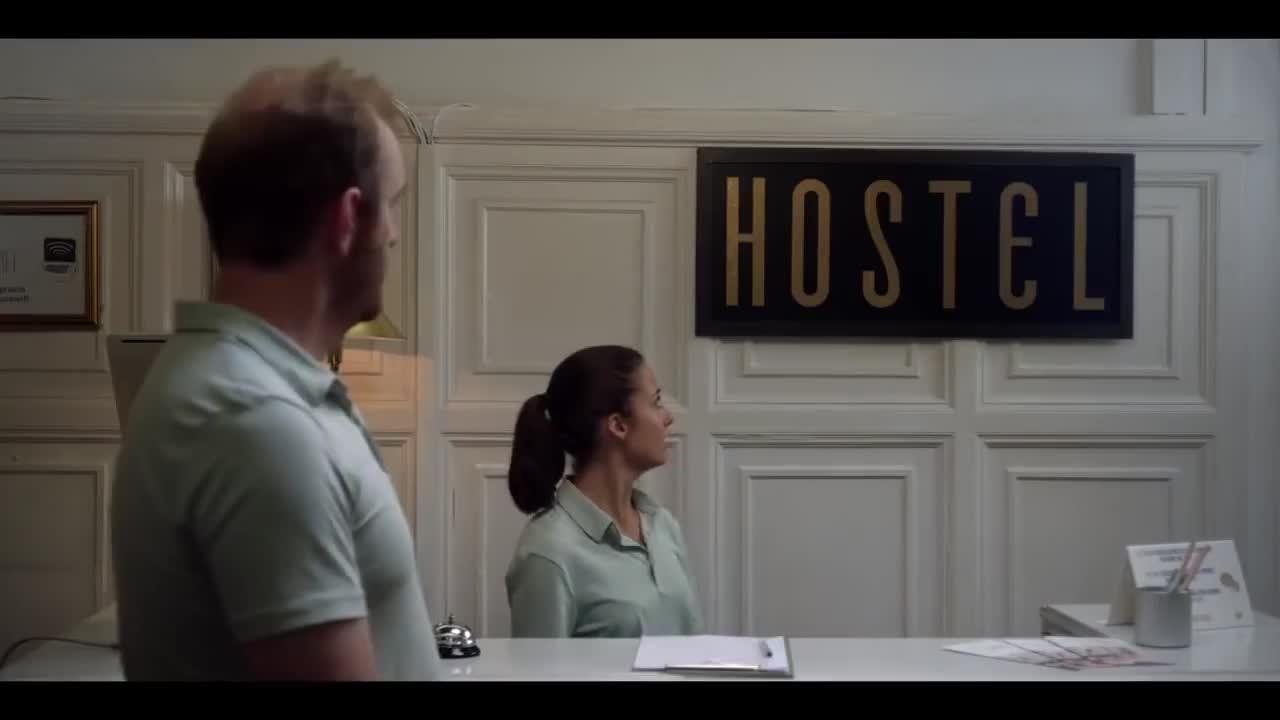 Mariah+Carey+stays+in+a+hostel...+Even+Divas+are+believers