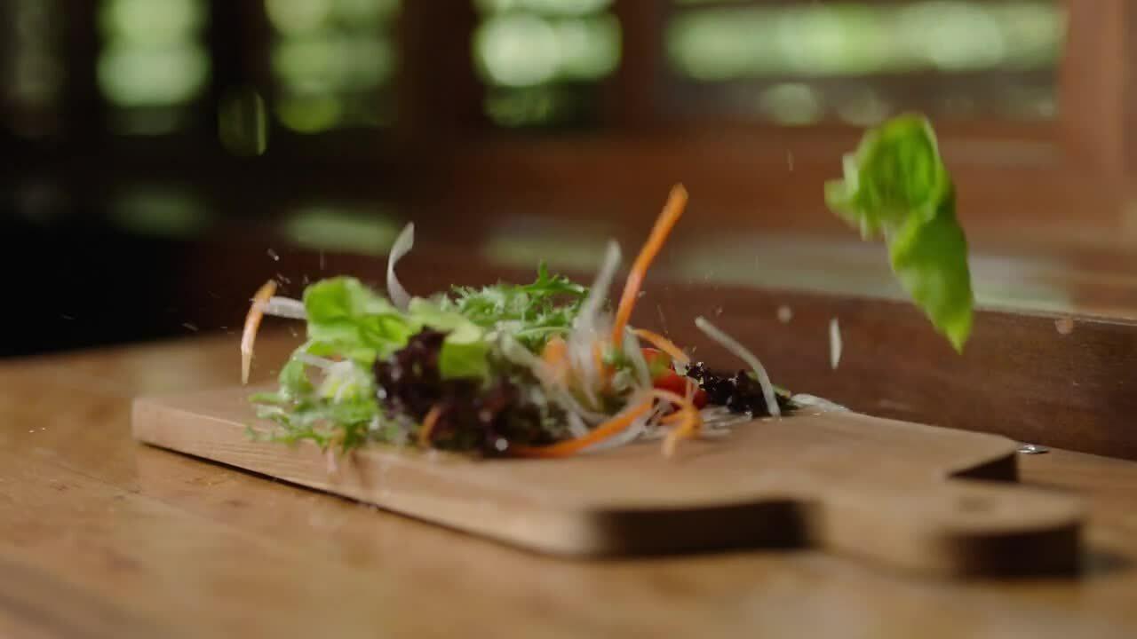 fresh_vegetable_salad_on_wooden_cutting_board