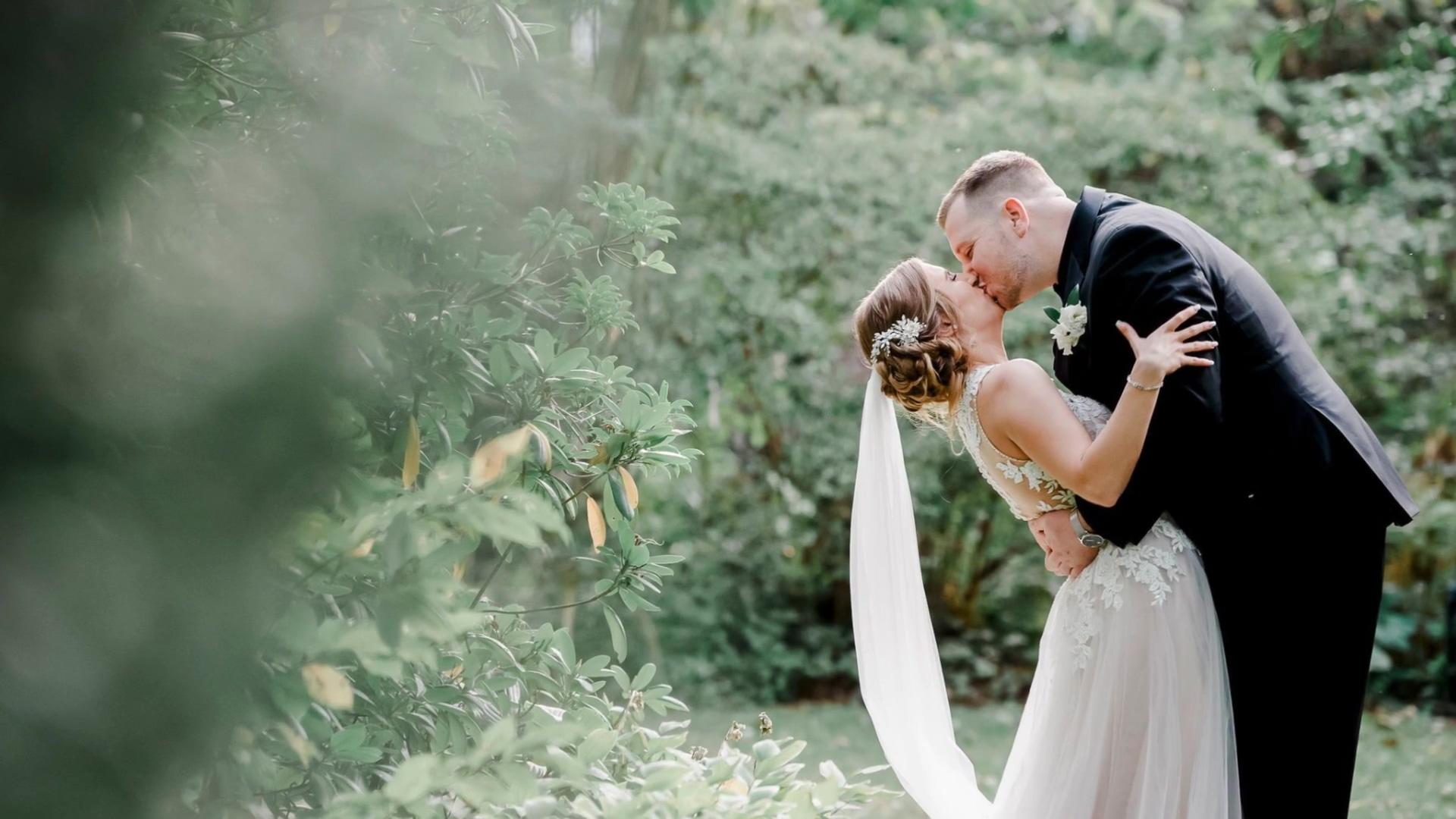 2020_Wedding_Photos_at_Islip_Grange_Park_1080p