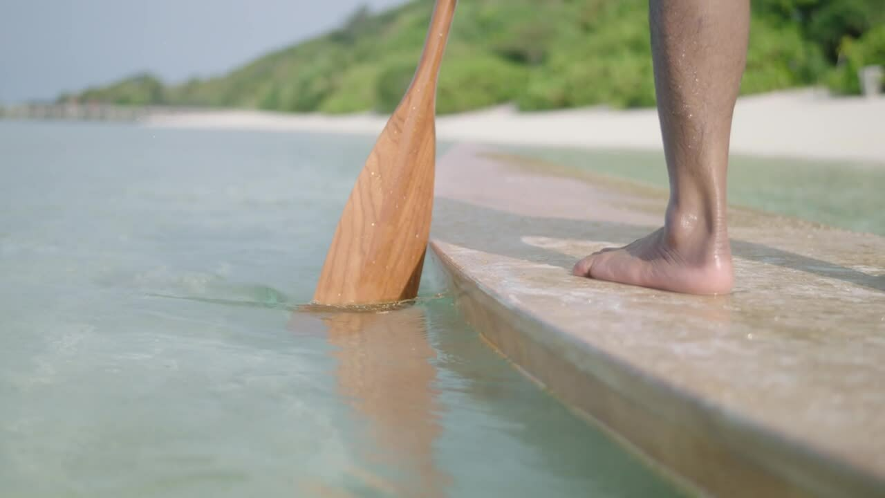 close_up_stand_up_paddle_board_move (1)