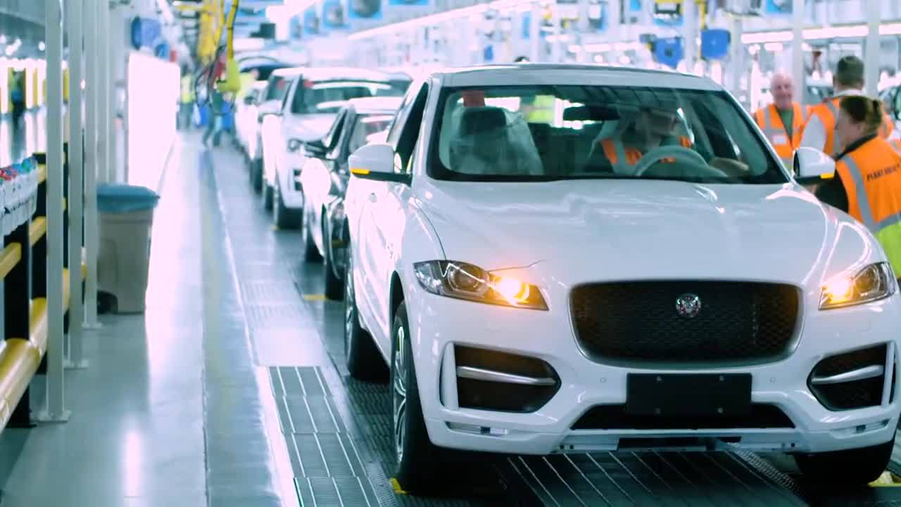 See How the Jaguar F-PACE Connected Car Is Built in a Digitised Factory