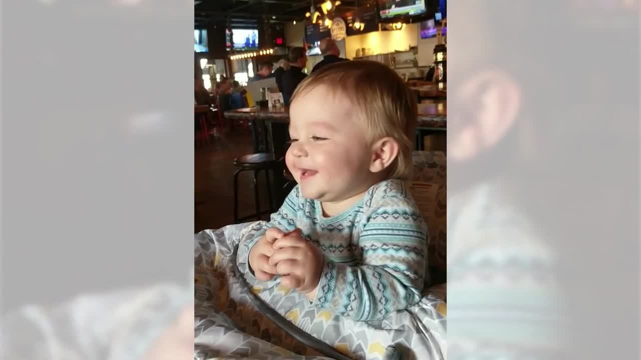 baby-laughing-at-restaurant