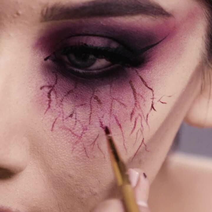 200818_Halloween_MakeupTutorials_Square_En_Vampire_Final_1