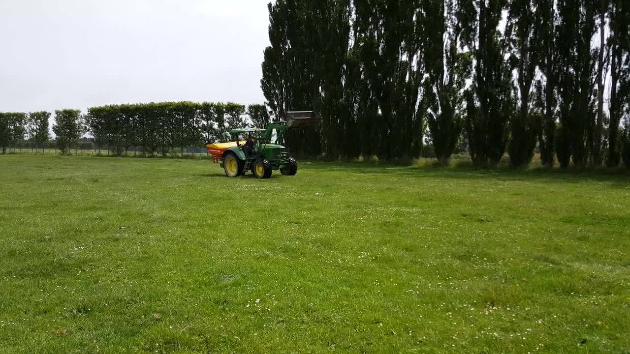 Agrex XDI linkage fertiliser spreader