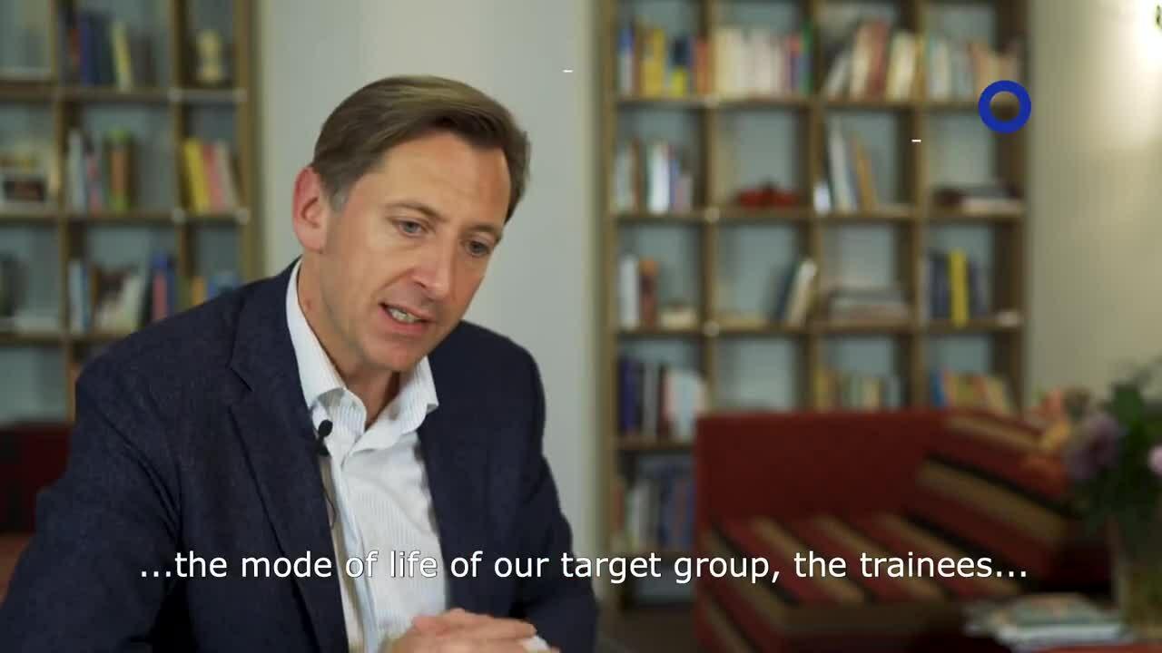 Reversed mentoring bridging the gap between senior managers  junior employees_1080p