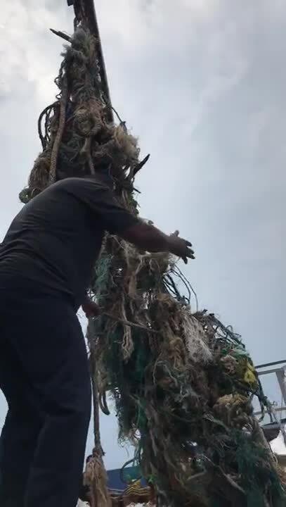 Video - Beach Cleaning Sanggah (Fishnet)