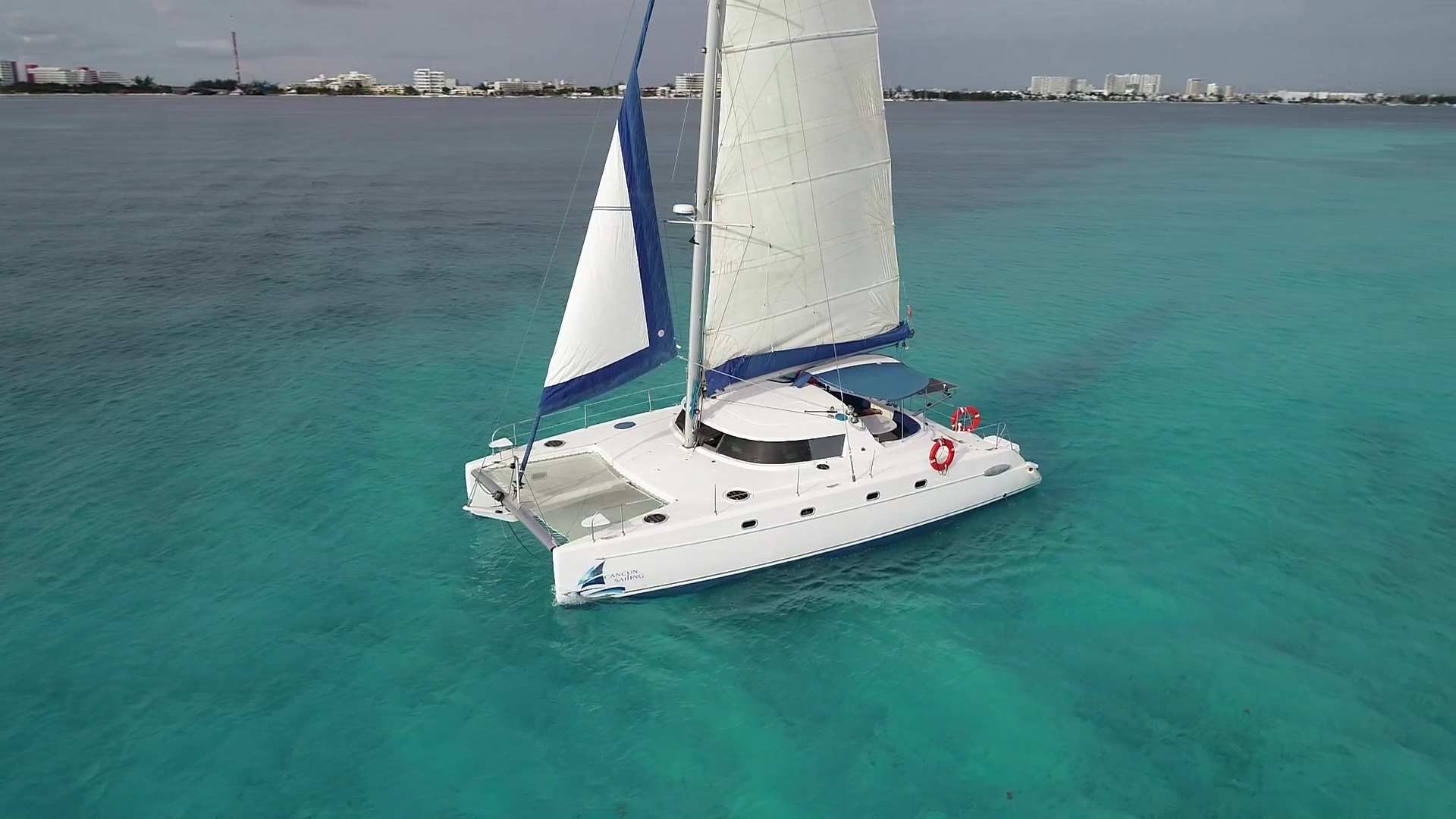 Catamaran 4 Vents