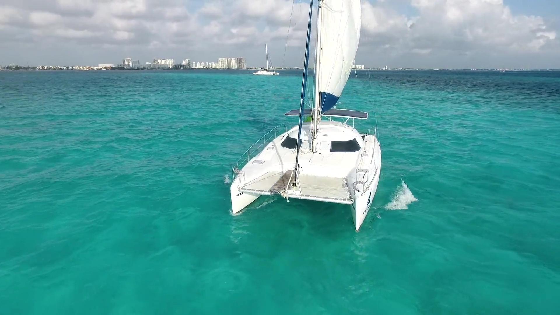 Oh La La Catamaran 15 sec