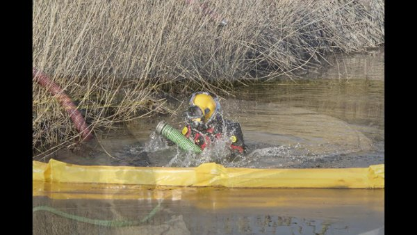 2016 Waukegan Diver Assisted Dredging Video
