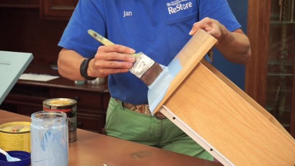 Easily Transform Cheap Furniture with Chalk Paint