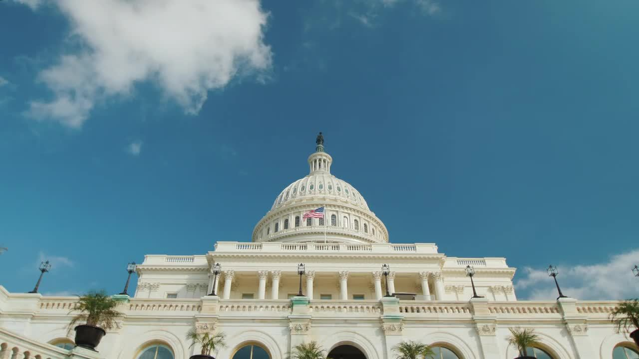 videoblocks-timelapse-video-the-majestic-capitol-building-in-washington-dc_hlqgdfskbg__D